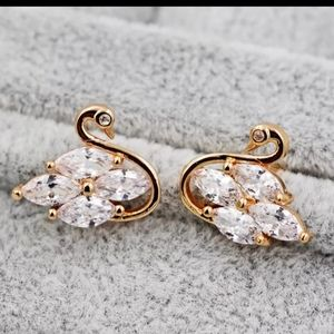 Jewelry - 🎀Boho Swan Shaped Crystal and Golden Earrings